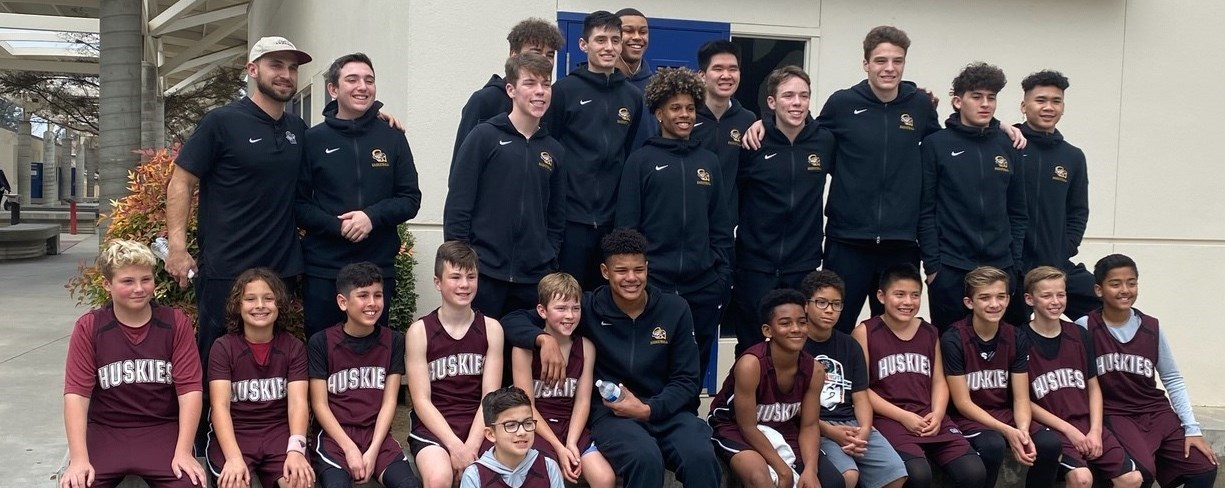 MC & CW basketball players posing at district playoffs